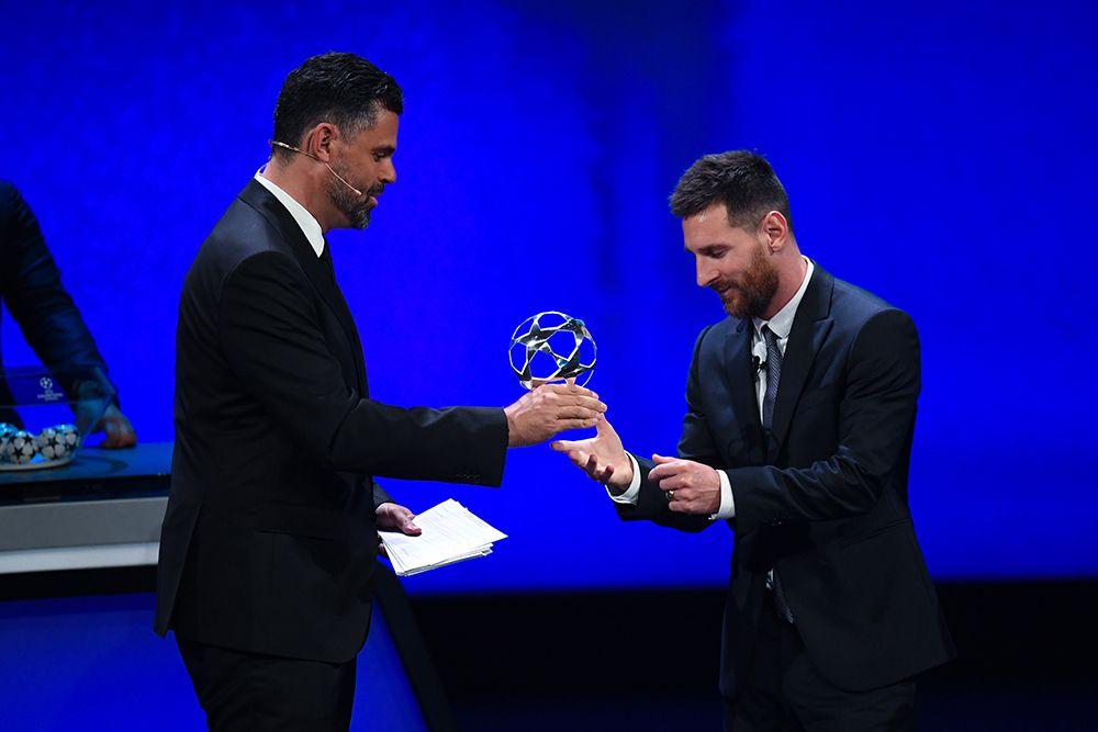 Лионель Месси стал футболистом года по версии FIFA